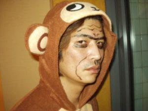 レンタル彼氏幻の猿コスプレでふざけた写真