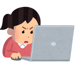 一生懸命にパソコンを打つ女性