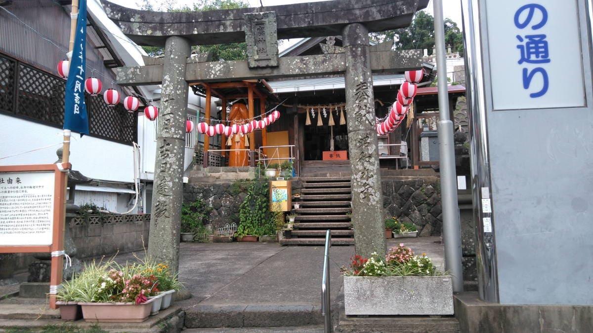 壱岐の巨大な男根がる塞神社