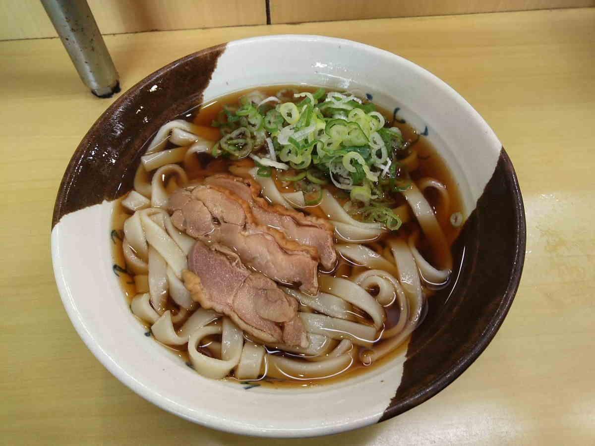 名古屋駅新幹線ホームの名古屋コーチンきしめん
