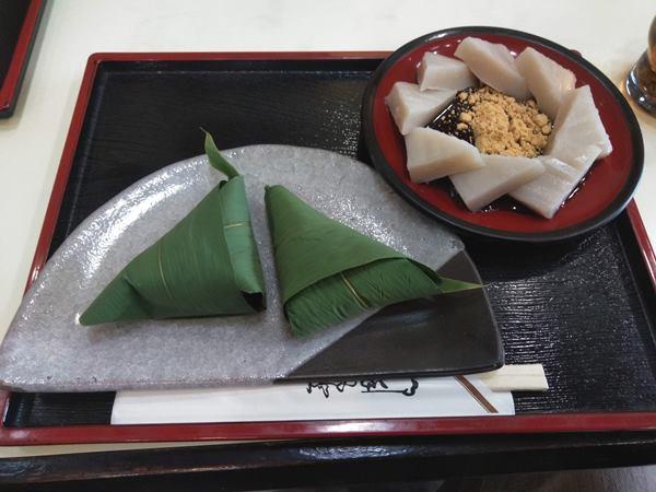 住吉屋総本店の久寿餅と麩饅頭