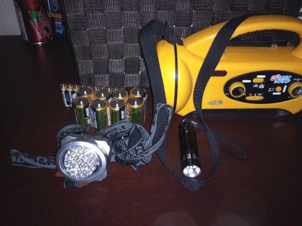 ラジオ付きライトとヘッドランプ