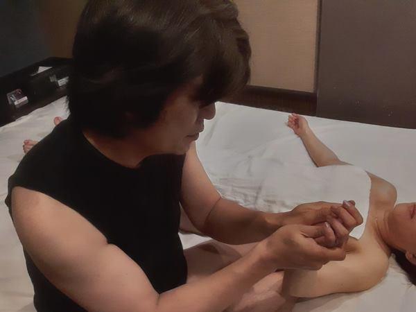 男性セラピスト出張アロママッサージ手腕腋